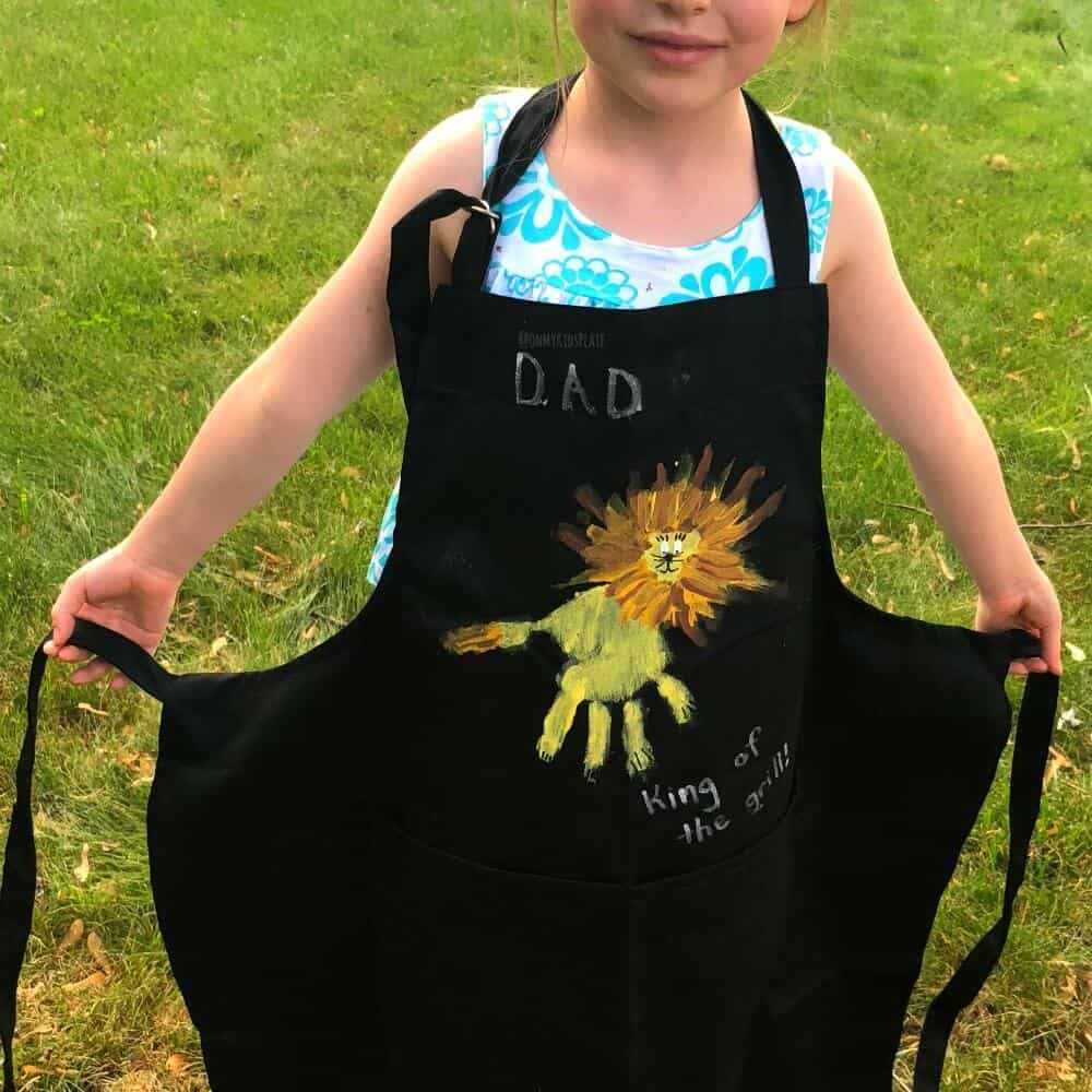 """""""King Of The Grill"""" Lion Handprint BBQ Apron"""